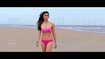 Indian Hindi Actress Alia Bhatt Hot Pink Bikini in Shaandhaar - 6 sec