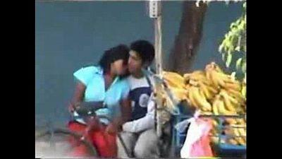 Indian Couple Sex at park - DesiScandals.Net - 5 min