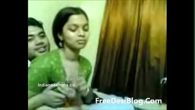 Desi Girl with her Boyfriend Mms - IndianSexMms.co - 2 min
