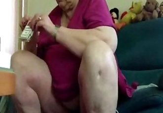 Caught my old chubby mom with no panty. Hidden cam - 20 sec