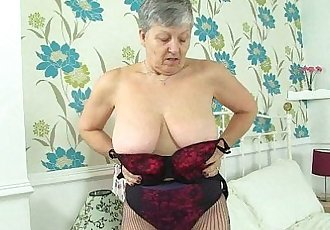 English grannies Savana and Zadi love a good dildo fuckHD