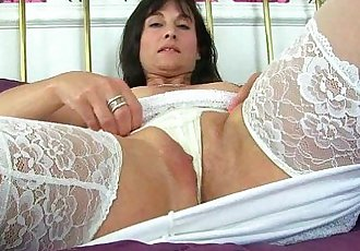 English milf Lelani loves stuffing her mature pussyHD