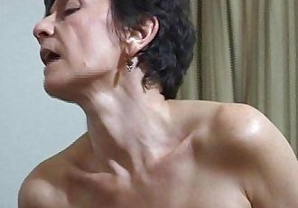 MILF facesits a man and got her ass hole cleaned and licked - 2 min