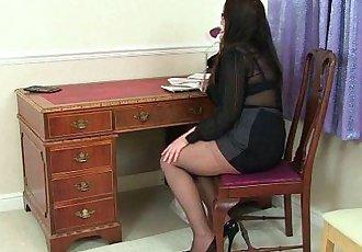 British milf Summer Angel Lee loves anal dildoingHD