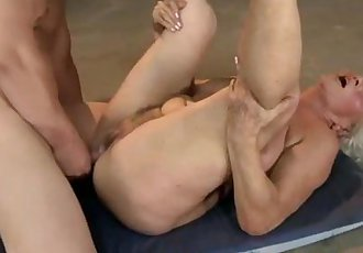 Mature granny moans during hardcore fuck - 7 min