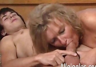 Boy gets good practice on mature lady - 8 min