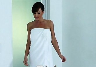 PureMatureCareer woman Lisa Ann unwind with sexy massageHD