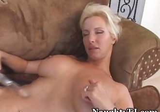 Mature Babe Stuffs Her Experienced Pussy