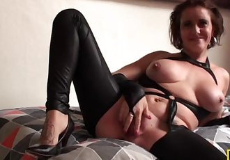 Cunt licked british mature fingers her pussy