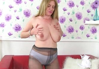 British milf Lily can\