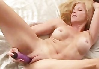 Mature mom loves fucking her dildo